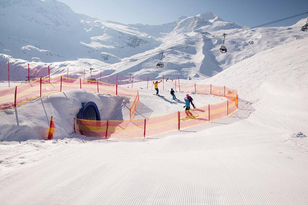 Не желаете пронестись по лыжному тоннелю?