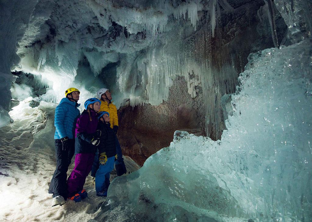 Ледниковую пещеру Natur Eis Palast можно посетить всей семьей